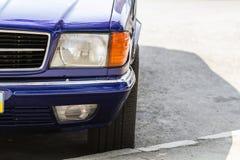 特写镜头一辆老汽车的前面部分的细节图象 库存图片