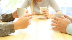 特写镜头三个朋友谈话 影视素材