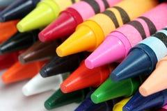 特写镜头五颜六色的蜡笔射击 免版税图库摄影