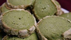 特写镜头全景下来批的绿色一种油脂含量较高的酥饼 影视素材