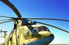 特写镜头军用直升机装备被引导的反坦克导弹和飞机导弹 库存照片