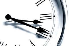 特写镜头古色古香的老牌时钟时间黑白口气 免版税库存图片