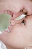 特写镜头夫妇浪漫年轻人 免版税图库摄影
