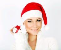 特写镜头女孩纵向俏丽的圣诞老人 免版税库存照片