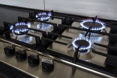 特写镜头射击了从气体厨灶的火 库存图片