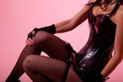 特写镜头射击了黑色束腰的性感的妇女 库存图片
