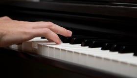 特写镜头我制造商音乐照片钢琴演奏者 库存照片