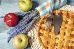 特写镜头新近地做了苹果饼 免版税库存图片