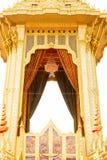 特写镜头普密蓬・阿杜德国王的美丽的皇家金火葬场在2017年11月的04日曼谷 图库摄影