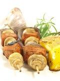 特写镜头查出的kebabs肉 库存照片