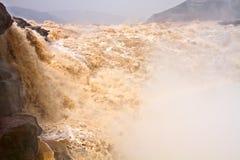 特写镜头横向河瀑布黄色 库存照片