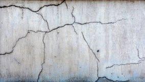特写镜头照片 石造壁破裂的装饰膏药的片段 免版税图库摄影