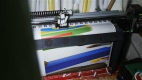特写镜头现代打印机做明亮的色的图片 影视素材