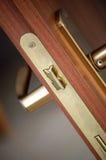 特写镜头现代的门把手 免版税库存照片