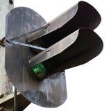 特写镜头绿色查出的轻的铁路信号 库存照片