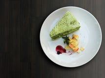 特写镜头绿茶matcha蛋糕 库存照片