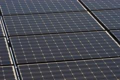 特写镜头能源绿色面板镶板太阳瓦片 库存照片