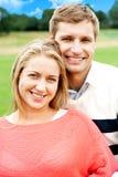 特写镜头被射击一对有吸引力的爱夫妇 免版税库存图片