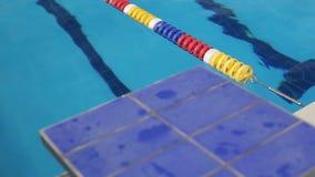 特写镜头观点的在游泳池的跳板 股票录像