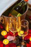 特写镜头香槟的两块玻璃 库存图片