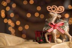 特写镜头驯鹿装饰品圣诞节Bokeh背景 有选择性 库存照片