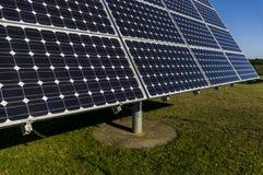 特写镜头,一个太阳能发电厂的太阳电池板细节视图  图库摄影