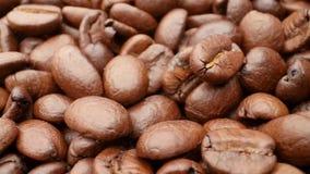 特写镜头,光滑的移动的烤咖啡豆 股票视频