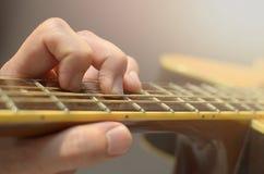 特写镜头 声学吉他 库存图片