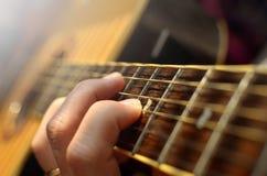 特写镜头 声学吉他 免版税库存图片