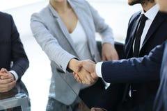 特写镜头 握手商务伙伴 库存照片