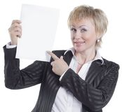 特写镜头 显示空白纸的微笑的女商人 库存照片