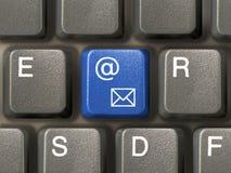 特写镜头e关键关键董事会邮件 免版税库存照片