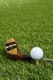 特写镜头与司机俱乐部的高尔夫球 免版税库存图片