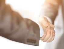 特写镜头企业在两个同事之间的手震动 图库摄影