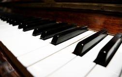 特写镜头关键钢琴 免版税库存图片