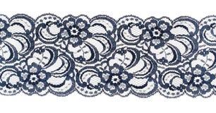 特写镜头在丝带修整白色的织品鞋带 免版税库存照片