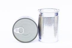 特写镜头在白色背景隔绝的锡罐 库存图片