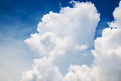 特写镜头在蓝天的云彩背景 库存图片