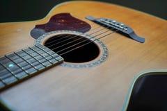 特写镜头声学吉他 库存照片