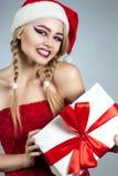 特写镜头女孩冬天画象圣诞老人帽子的 明亮的创造性的构成 免版税库存照片
