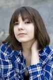 特写镜头女孩纵向严重的青少年的年&# 免版税库存图片