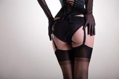 特写镜头射击了在葡萄酒女用贴身内衣裤的性感的女性屁股 图库摄影