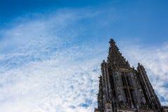 特写镜头射击了尖顶顶面乌尔姆MÃ ¼ nster大教堂德国欧洲 免版税库存图片