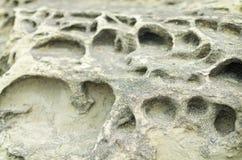 特写镜头岩石侵蚀钻孔防波堤 库存照片
