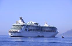 特写镜头巡航划线员海运白色 库存照片