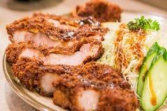 特写镜头日本油炸猪肉炸肉排- Tonkatsu 免版税图库摄影