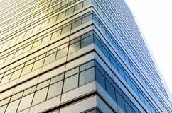 特写镜头杯现代企业大厦摩天大楼,事务 免版税库存照片