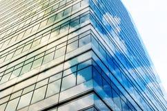 特写镜头杯现代企业大厦摩天大楼,事务 免版税图库摄影