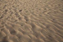 特写镜头沙丘模式红色波纹沙子 免版税库存照片
