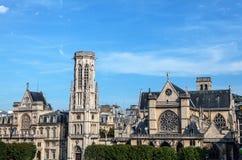 巴黎特写镜头照片的古老教会 库存照片